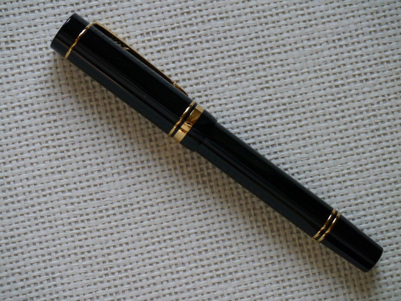 P1140613-3 Parker Duofold Centennial Black.jpg