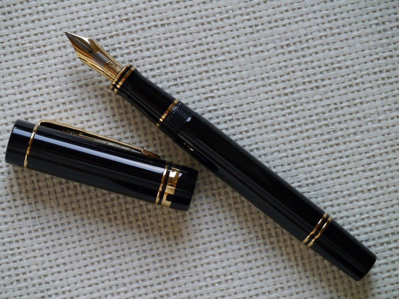 P1140609-3 Parker Duofold Centennial black.jpg