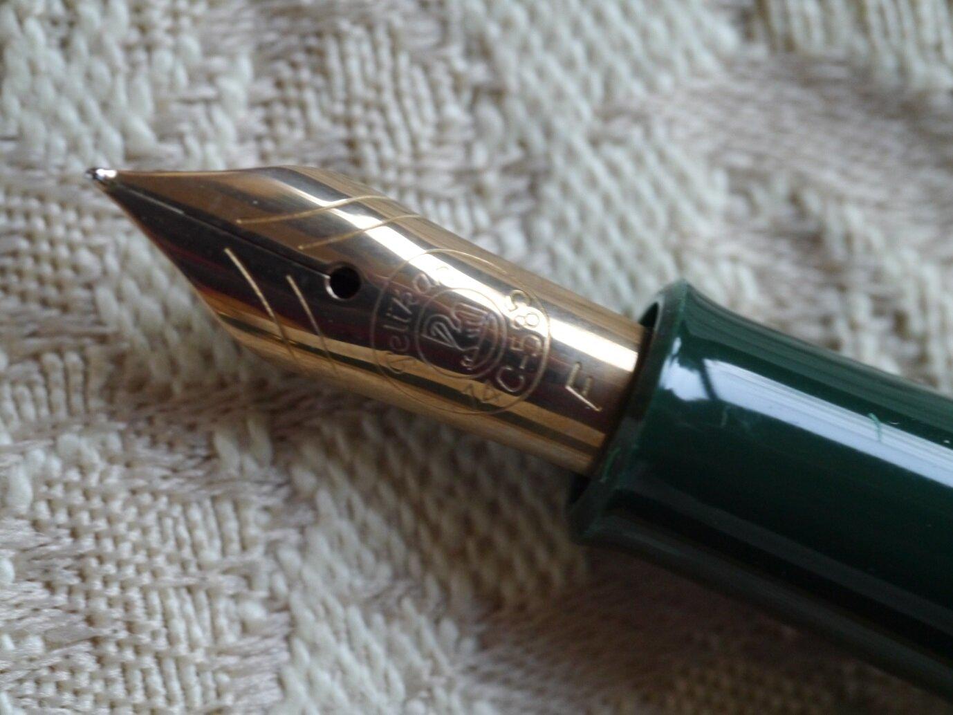 P1170172-3 Pelikan M250 black green.jpg