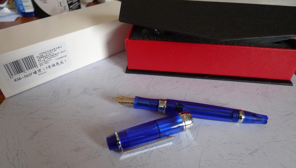 PenBBS No 456 Strawberry Vacumatic Medium Fountain Pen with Satin Gold Trim