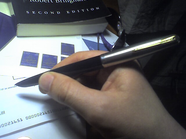 how to hold a fountain pen correctly