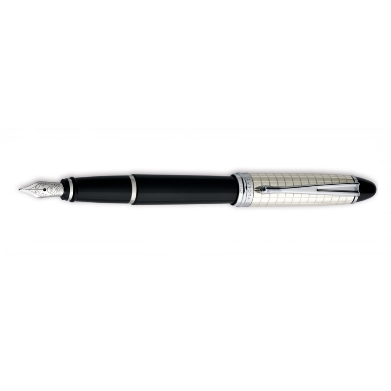 aurora-ipsilon-quadra-fountain-pen-with-silver-cap.jpg