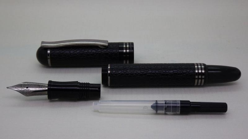blackstone-axiom-fountain-pen-black-leather-titanium-apart.jpg