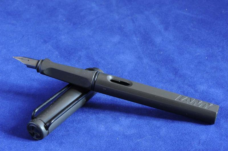 Lamy Safari Charcoal LIGHT.jpg